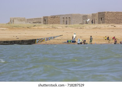 Village on the north bank of the Niger near Timbuktu, Mali, West Africa