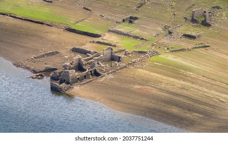 Village ruins on the shores of the Minho (Mino) river abdnaoned after the construction of the Belesar reservoir, Lugo, Galicia, Spain