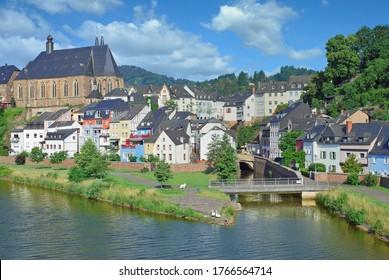 Dorf Saarburg in Rheinland-Pfalz, Deutschland
