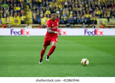 VILLARREAL, SPAIN - 28 APR: Nathaniel Clyne plays at the Europa League semifinal match between Villarreal CF and Liverpool FC at the El Madrigal Stadium on April 28, 2016 in Villarreal, Spain.