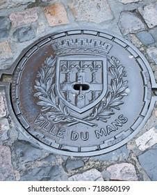 Ville Du Mans historic manhole hatch