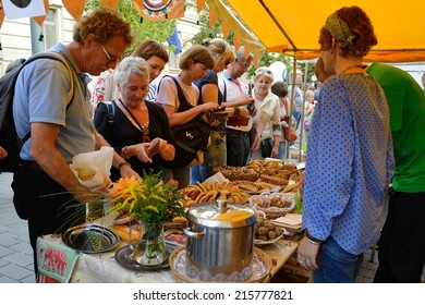 VILNIUS, LITHUANIA - SEPTEMBER 7: Unidentified people trade food in annual traditional crafts fair - Days of the Capital City on September 7, 2014 in Vilnius, Lithuania
