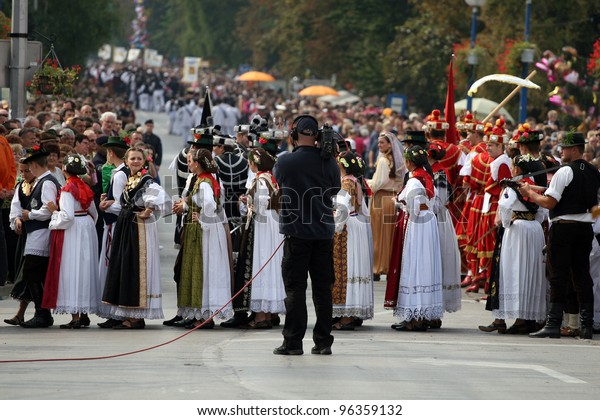 VINKOVCI, CROATIA - SEPTEMBER 13:  unidentified participants in Croatian national costume, during the Vinkovacke jeseni (Vinkovci Autumn Festival) on September 13, 2009 in Vinkovci, Croatia.