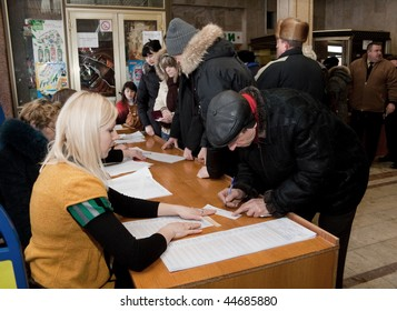 VINNITSA - JANUARY 17: The first round of presidential elections of Ukraine. January 17, 2010 in Vinnitsa, Ukraine