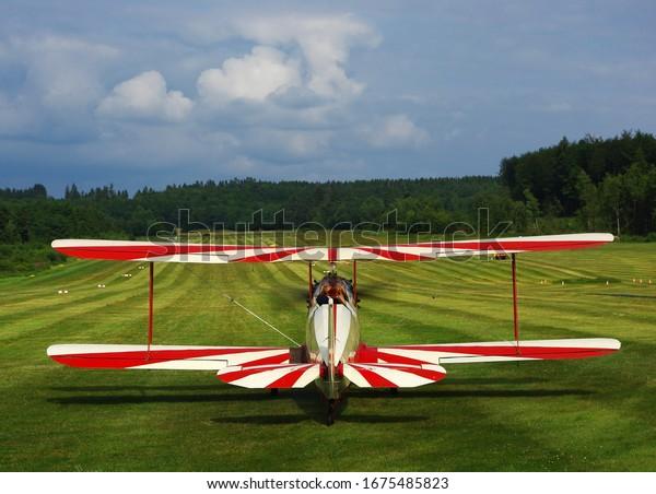 vintage-airplane-biplane-on-airfield-600