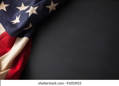Vintage-Amerikanische Flagge auf einer Tafel mit Platz für Text