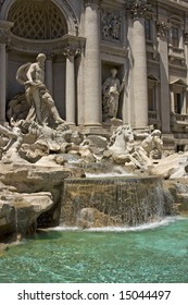 Vintage antique italian fountain de Trevi in Rome