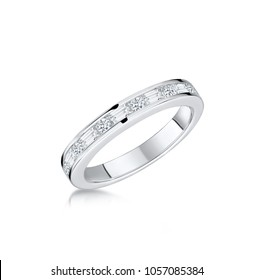 Vintage band women best engagement ring with an antique style, the elegantly simple plain band or the dazzling designer eternity ring with diamonds.
