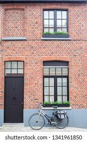 Vintage bike with bag against wall in Bruges