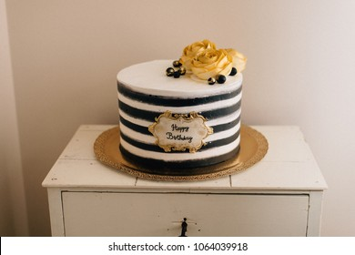 Gold Cake Images, Stock Photos & Vectors | Shutterstock