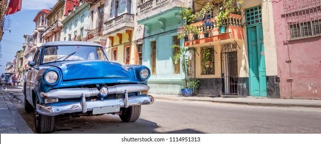 Старинные классический американский автомобиль в Гаване, Куба