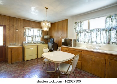 Vintage classic dining kitchen