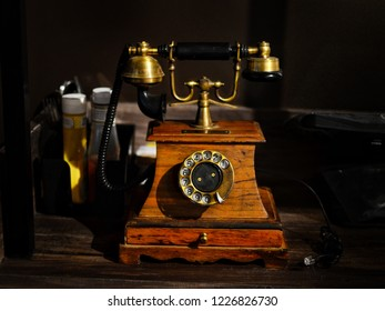 Vintage Collectibles telephone.