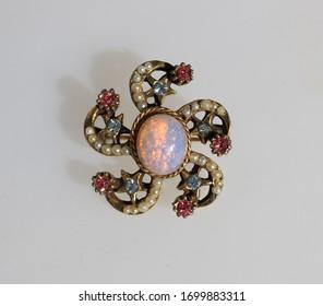 Vintage design sun faux opal cabochon rhinestones brooch
