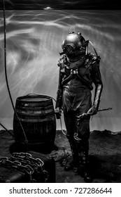 Vintage diver black and white