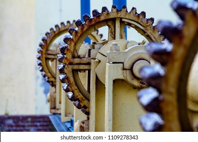 Vintage elevator gear cable, large gears for backdrop
