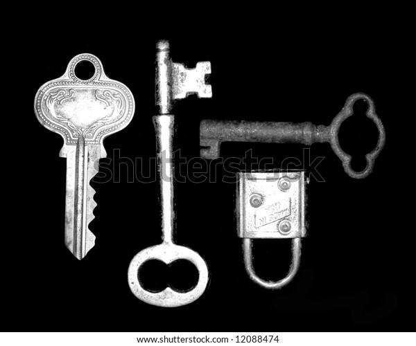 vintage keys and lock
