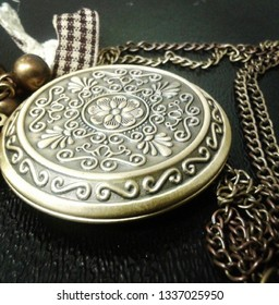 Vintage metal locket and chain necklace