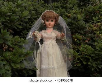 vintage old fashion bride doll