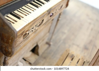 Vintage old pipe organ and chair