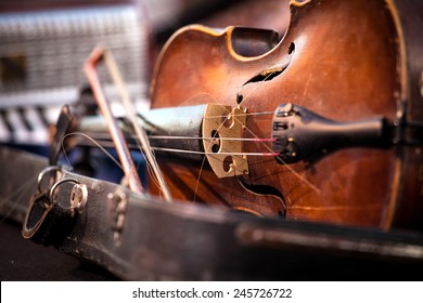 Vintage old used violin and bow. Shallow Depth of field
