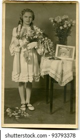 Vintage photo of girl - First Communion (thirties)