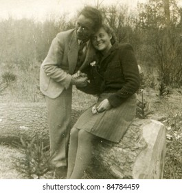 Vintage photo of loving couple (forties)