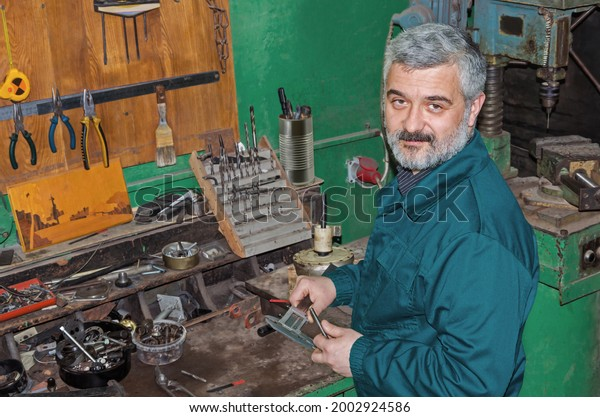 vintage-photo-mechanic-calliper-his-600w