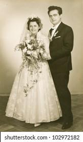 Vintage photo of newlyweds (fifties)