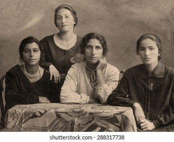 A vintage photo portrait from 1914 of Gypsy family.