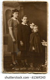 Vintage photo of three sisters (forties)