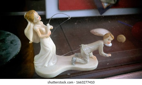 Vintage porcelain figurine of the bride and groom