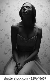 Vintage portrait of a glamorous retro girl posing in gorgeous classic dress. Hollywood style (film noir). Studio shot
