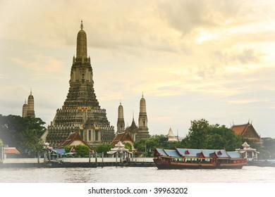 """Vintage postcard"" view of Wat Arun (Temple of Dawn) in Bangkok, Thailand"