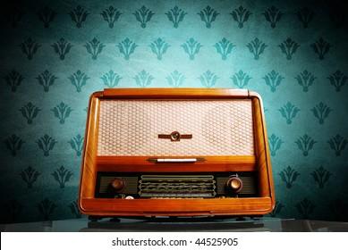 radio vintage sur fond bleu