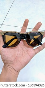 VINTAGE RAYBAN COLLECTION BL USA 					WAYFARER II STREETNEAT GOLD 					Combine color Gold in top, Black in bottom 					By Bausch Lomb U.S.A. 					 					B15 Lens Brown. 					condition 2nd good Size 54