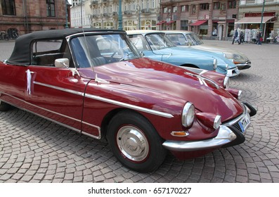 Vintage / Retro Cars   Citroen DS Oldtimer Cabrios At Wiesbaden City Market  Place In Front