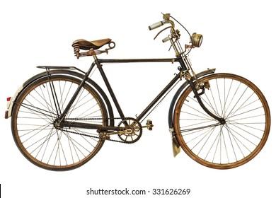 Bicicleta rustrada de época aislada sobre fondo blanco