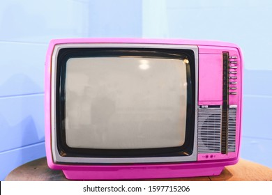 Vintage television in living room.