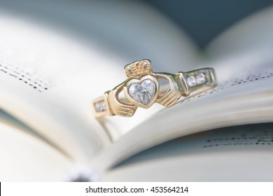 Vintage traditional Claddagh Ring