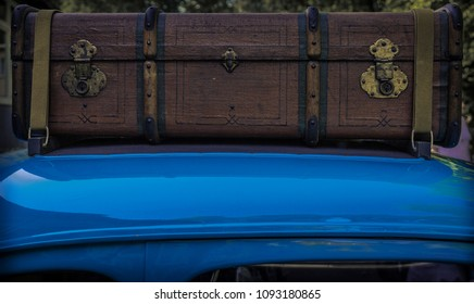 Vintage trunk on a roof of a vintage car