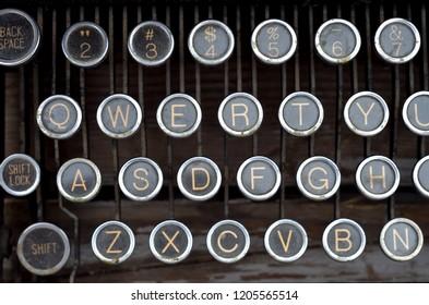 Vintage typewriter: key pads