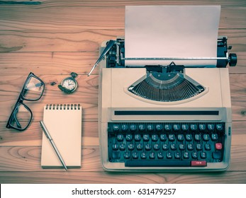 Vintage typewriter with pen and note pad
