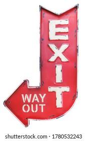 Señal de salida/salida de metal rojo exterior captado por el tiempo de vintage aislado en un fondo blanco