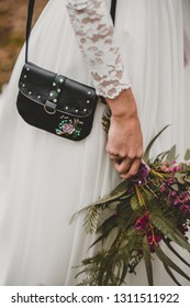 Vintage Wedding Decoration Bride Accessoires Black Leather Handbag Purse with Flowers Painting and Bouquet in her Hand