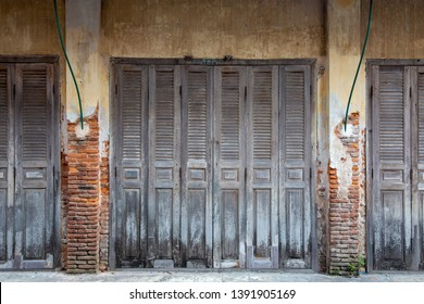 vintage wood door and old wall retro architecture exterior building