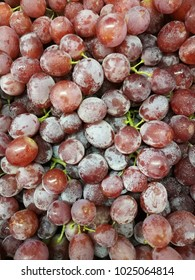 violet grapes in market