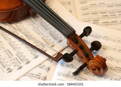 Violin with bow and notes