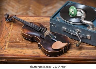 Violin, gramophone plates and phonograph gramophone