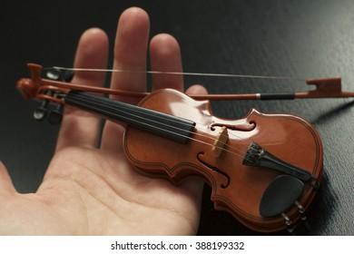 Violin miniature.